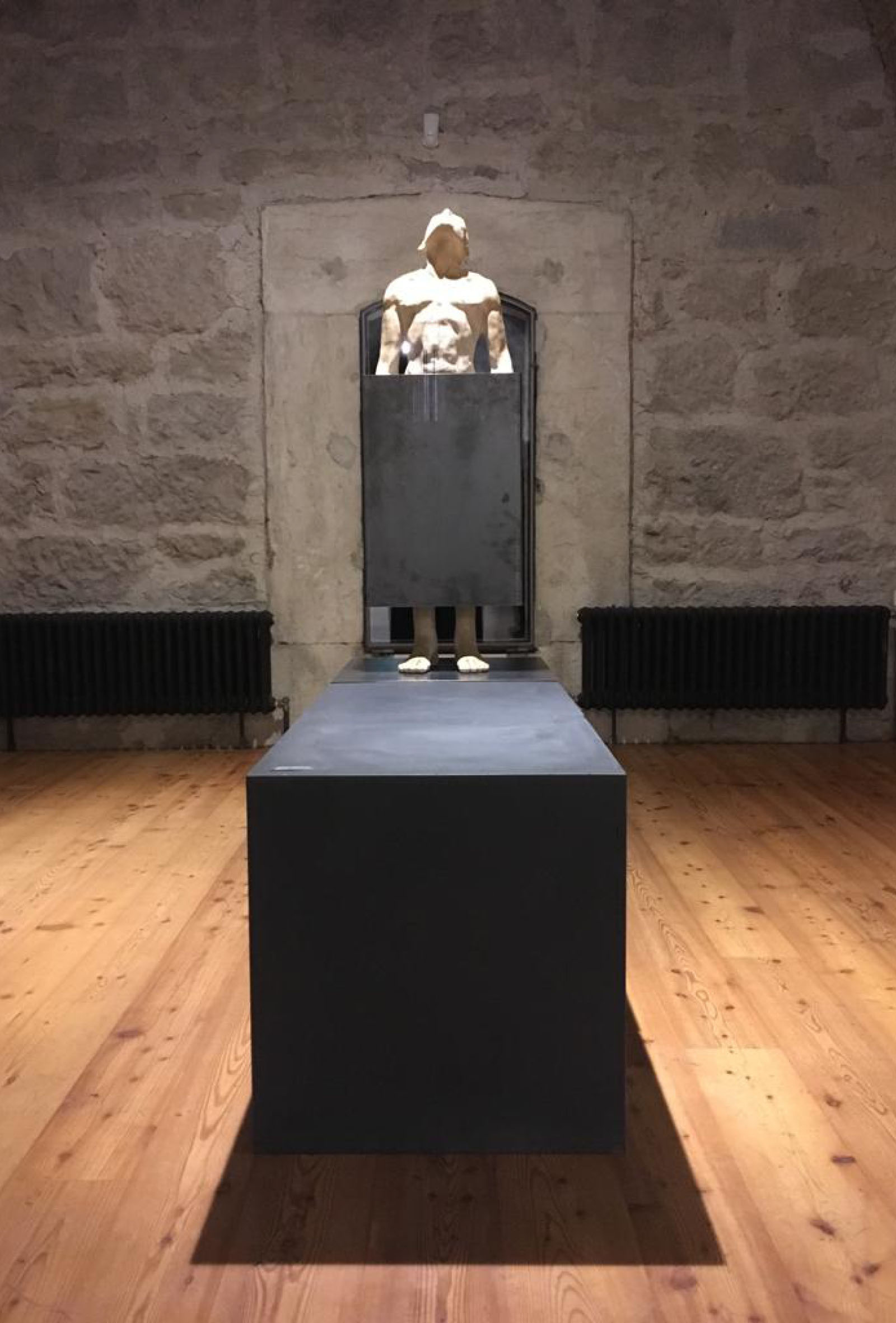 scultura di Laura Marcolini esposta ad Ars Foemina, Forte Alto di Nago, allestimento Diade Studio