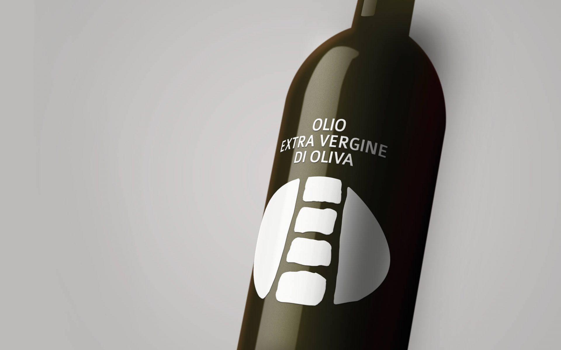 progetto per etichetta bottiglia olio serigrafata realizzata dalla agenzia di comunicazione diadestudio di arco trento
