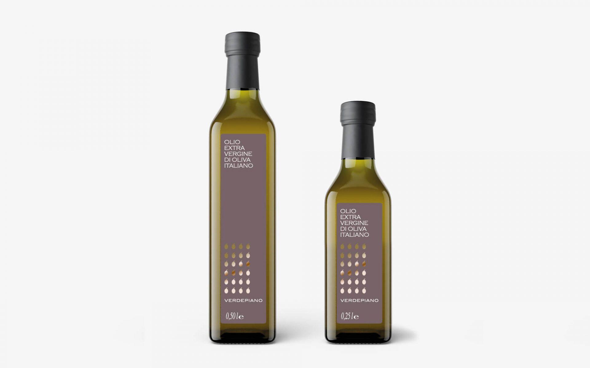 progetto per etichetta per bottiglia olio oliva, progettata dallo studio grafico Diade di Arco Tn, per il campeggio Verdepiano. Stampa oro caldo su fondo tortora