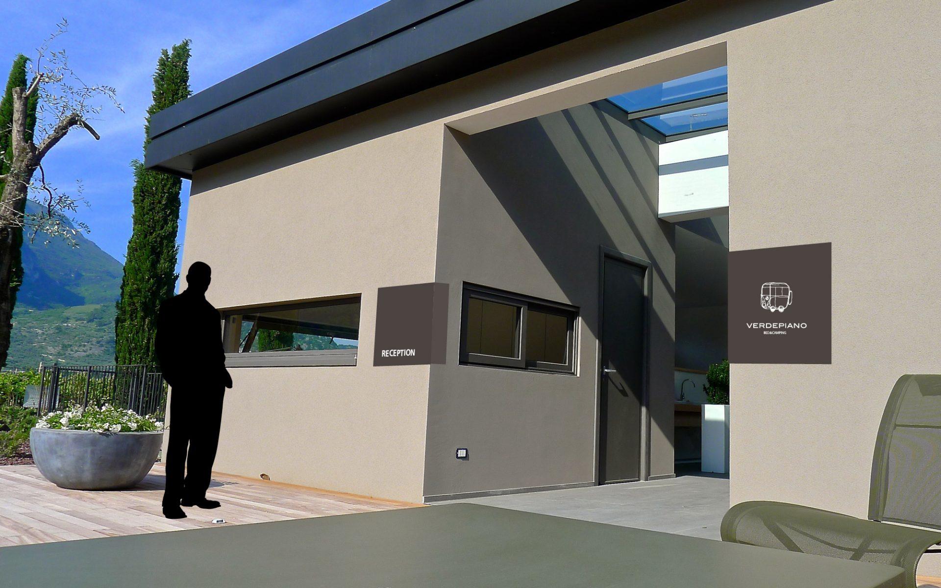 cartelli segnaletici per ingresso, in metallo coordinati alla immagine aziendale, progettati dallo studio grafico diade per verdepiano camping