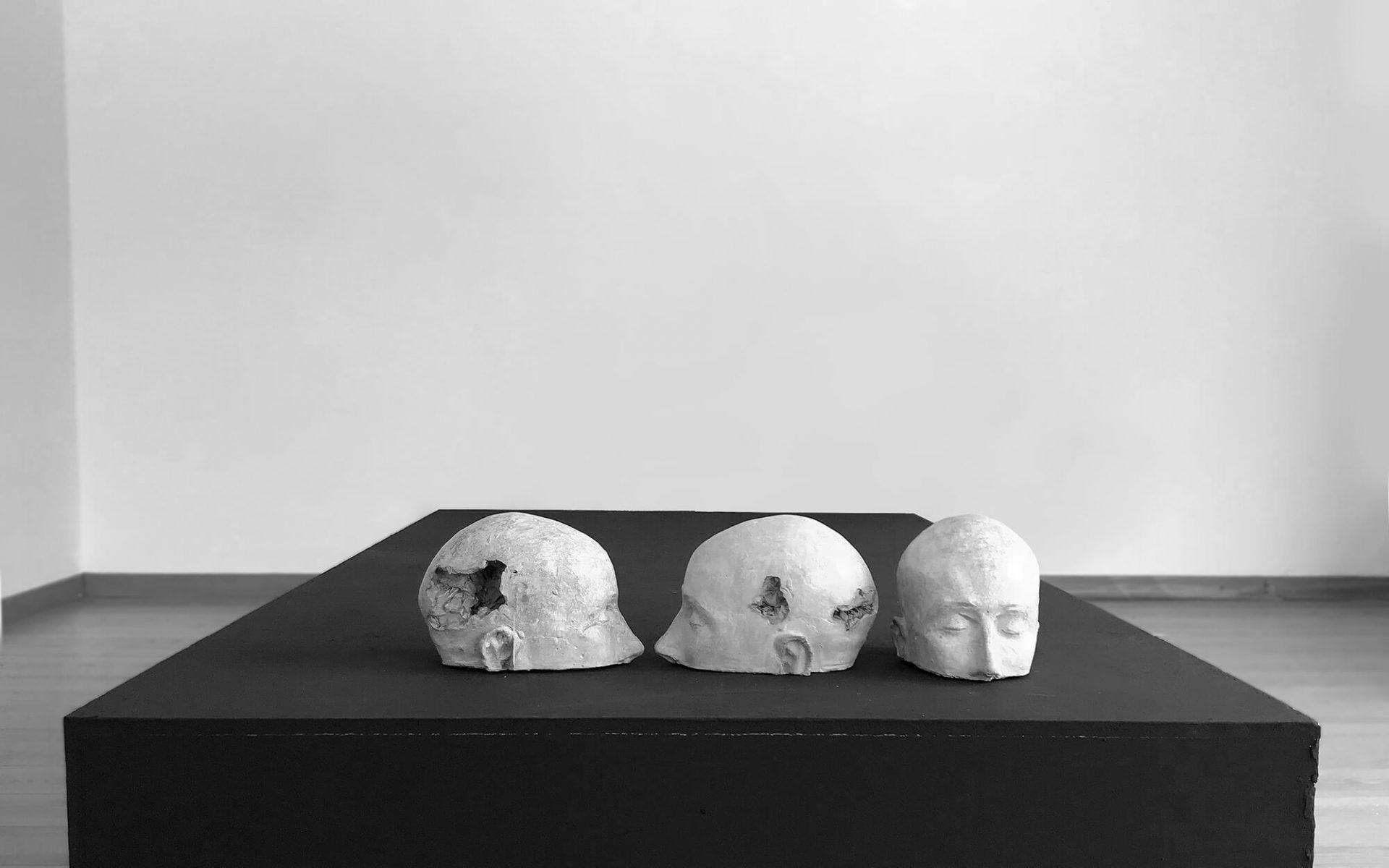 dettaglio mostra arte laura marcolini scultrice di trento. Galleria Craffonara riva del garda.