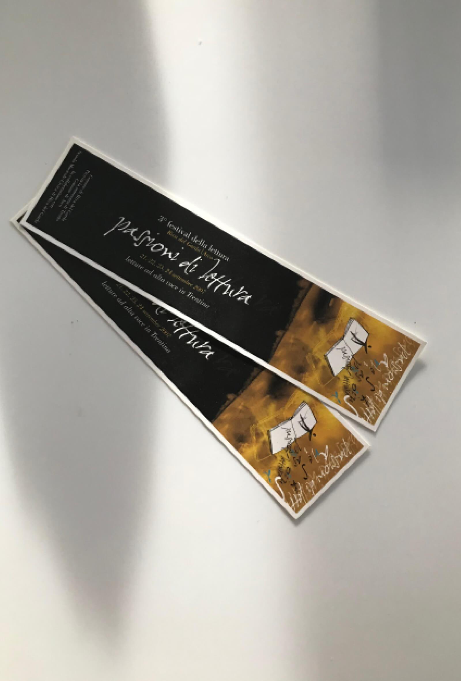 segnalibro in carta creato per la rassegna Festival della Lettura, dalla agenzia di comunicazione diadestudio arco di trento
