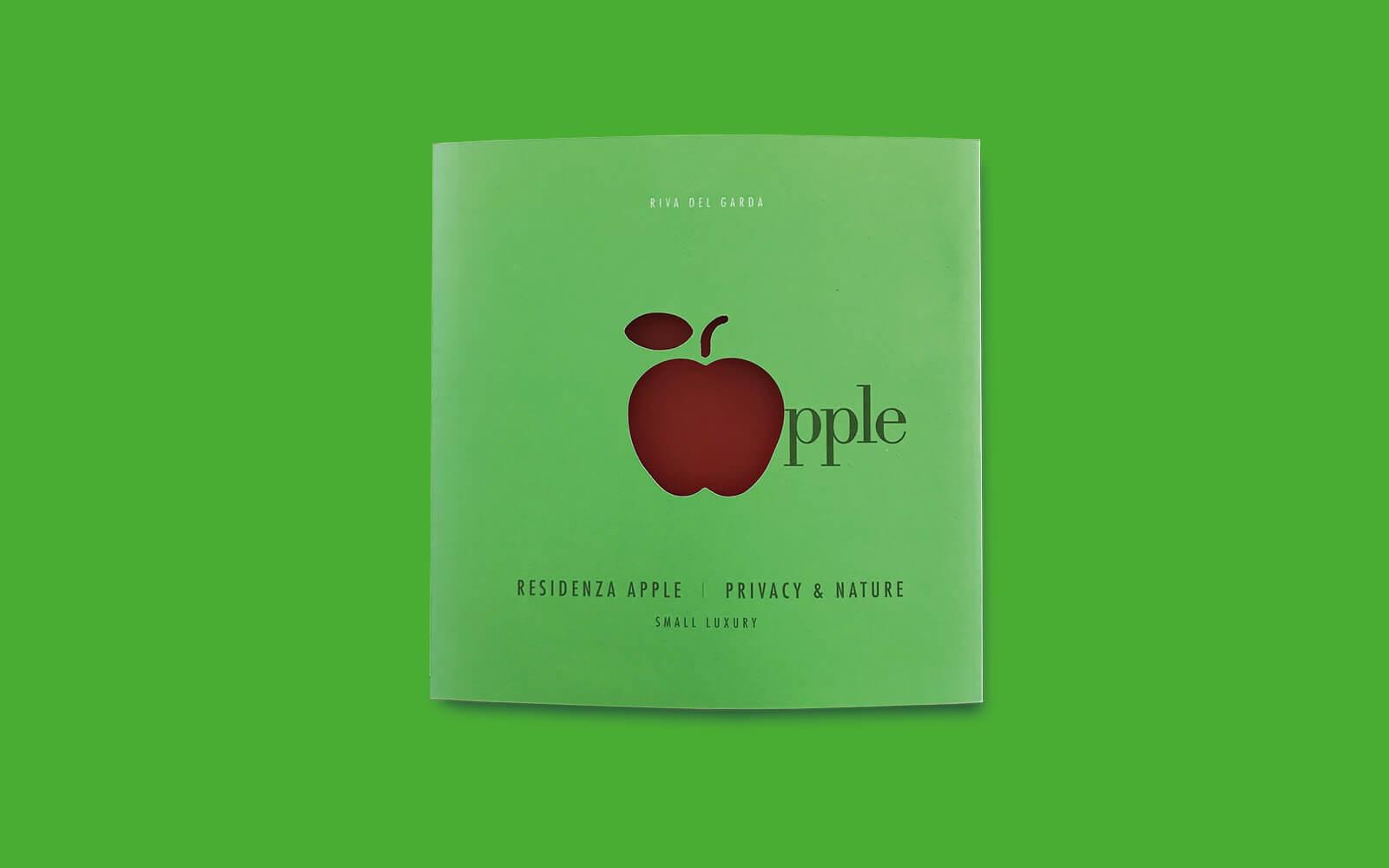 copertina verde fluorescente dell'elegante depliant promozionale vendite immobiliari Apple. Progetto grafico della agenzia di grafica Diade studio Arco di Trento