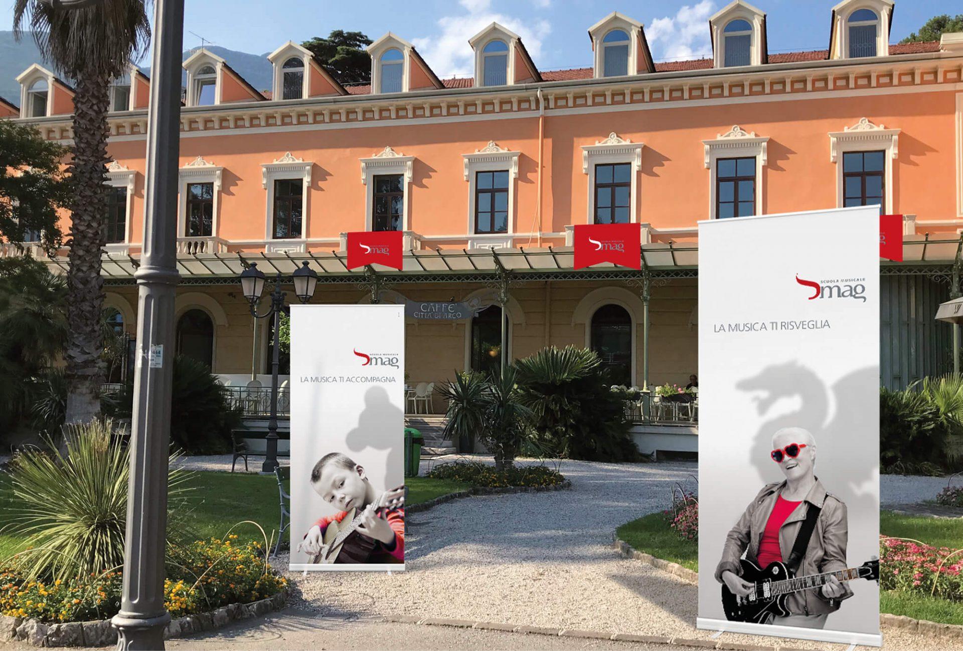 stendardo stradale inaugurazione sede scuola musicale riva, progetto advertising diadestudio arco di trento