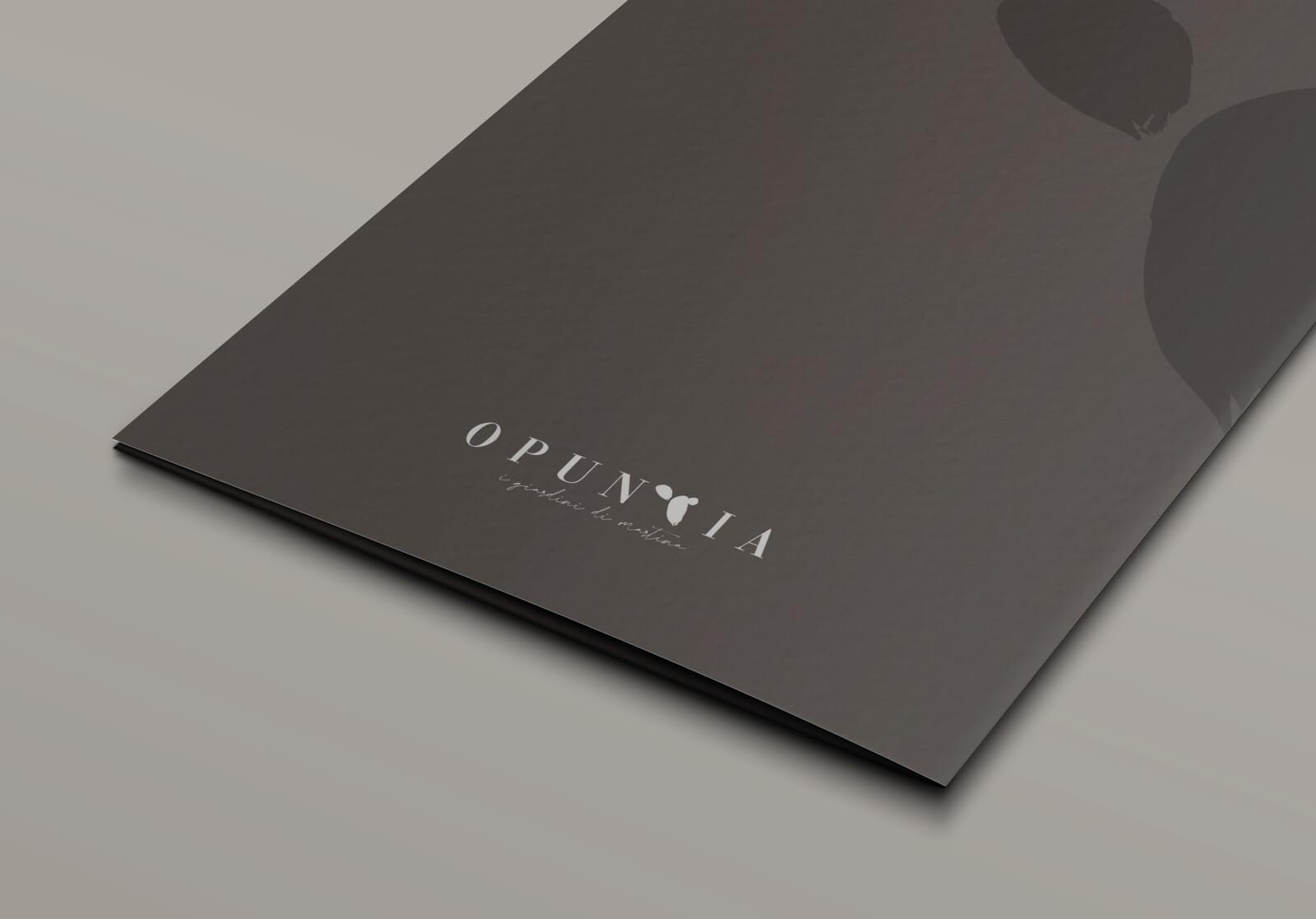 elegante cartella porta documenti stampata su carta martellata e progettata dalla agenzia di pubblicità diadestudio di arco di trento